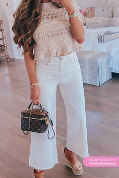 Culotte High Ankle White Jeans Outfit. With Wedges and cute top. Emily Gemma, The Sweetest Thing Blog #EmilyGemma #theSweetestThingBlog Estilo Miami, Jean Outfits, Cute Outfits, The Sweetest Thing Blog, Miami Style, White Jeans Outfit, Popular Outfits, Cool Style, My Style
