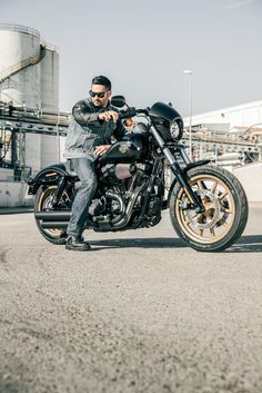 Takes the factory custom genre to a raw and powerful new edge. Get behind the fixed speed screen and hang on. | 2017 Harley-Davidson Low Rider S