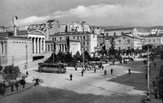 1907 : Αρχίζουν οι εργασίες ασφαλτόστρωσης της οδού Πανεπιστημίου.