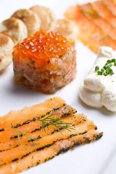 Smoked salmon tartar with caviar