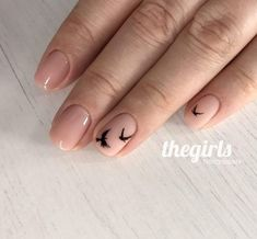 Минималистичный nail-дизайн в чёрно-бежевых тонах! 4