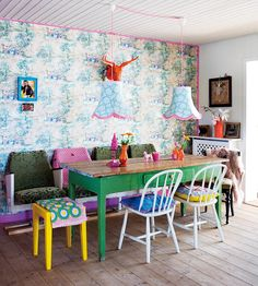 Love the idea of a large 'craft' table in the play room