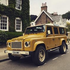 Timeless...our Retro Edition. #Handcrafted #Individual #TwistedDefender #Retro #LandRover #Defender #ModernClassic #Style #LandRoverDefender #BahamaGold Photo courtesy of @eddiefara
