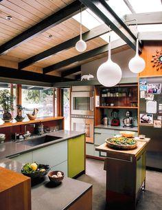Modern mid century kitchen remodel ideas (20) #KitchenRemodeling