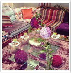 Stylization to Publication: Alchemy Fine Events for Roche Bobois in Riviera Magazine - Alchemy Fine Events & Invitations Eclectic Modern, Modern Bohemian, Bohemian Style, Living In A Hotel, Party Like Its 1999, Pink And Purple Flowers, Style Lounge, Beautiful Lights, Boho Decor