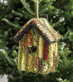 Indian corn birdhouse and feeder - source: Amazing World