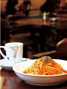 昔懐かしい味に独自の工夫を凝らしたナポリタンとオリジナルブレンドコーヒー「龍之助」。前田珈琲本店
