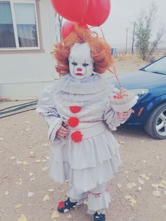 Pennywise IT costume cosplay Halloween Costume Halloween, Harajuku, Cosplay, Style, Swag, Awesome Cosplay, Comic Con Cosplay