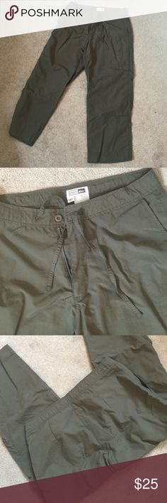 Olive Green Hiking Capris Upf 30+. 100% nylon Rei Pants Capris