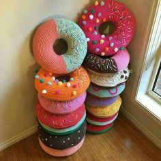Donut Crochet pillows diy crochet craft crafts diy crafts do it yourself diy projects diy crochet ideas crochet projects diy and crafts Crochet Diy, Crochet Amigurumi, Crochet Home, Crochet Crafts, Yarn Crafts, Funny Crochet, Diy Crafts, Crochet Ideas, Tutorial Crochet