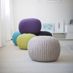 The crochet puff is a versatile, low-cost piece that contributes to the comfort and warmth of environments such as bedroom and living room - the most