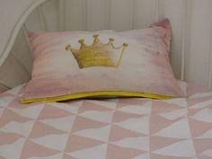 Un favorito personal de mi tienda Etsy https://www.etsy.com/es/listing/464162763/cojin-princesa-princess-cushion-cover-50