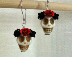 Items similar to Day of the Dead Dia de los Muertos Frida Señorita Red Rose Turquoise Sugar Skull Dangle Hypoallergenic Earrings on Etsy Halloween Jewelry, Holiday Jewelry, Fall Jewelry, Halloween Fun, Wire Jewelry, Jewellery, Sugar Skull Jewelry, Sugar Skull Earrings, Jewelry Crafts