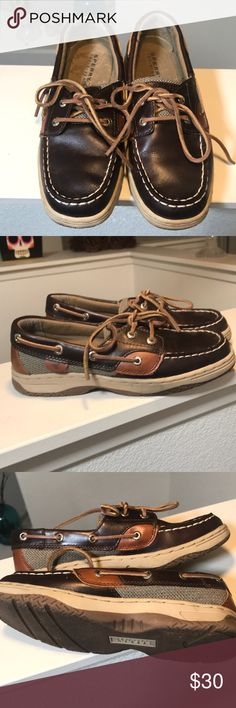 Sperry Top-Sider Boys shoes size 2.5. Sperry Top-Sider Boys shoes in brown color variations. Size 2.5. Great clean condition.  **no modeling or trades** Sperry Top-Sider Shoes Moccasins