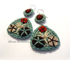Dangle Earrings crochet cotton yarn embroidered by GiadaCortellini Best Picture For crochet accessories etsy For Your Taste You are looking for something, and it is. Diy Crochet, Crochet Crafts, Crochet Projects, Tutorial Crochet, Crochet Earrings Pattern, Crochet Necklace, Crochet Patterns, Textile Jewelry, Fabric Jewelry