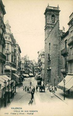 1903 La calle de San Vicente con la Iglesia de san Martín a la derecha y la Plaza de la Reina al fondo (Hauser y Menet)