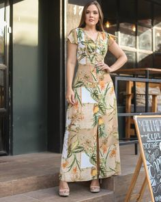 Classy Gowns, Elegant Dresses, Maxi Dress With Sleeves, Dress Up, Dress Outfits, Fashion Dresses, Batik Dress, Dress Sewing Patterns, African Attire