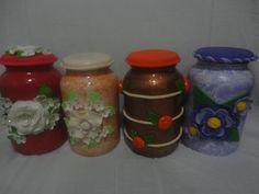 vidros confeccionados em biscuit e decoupagem