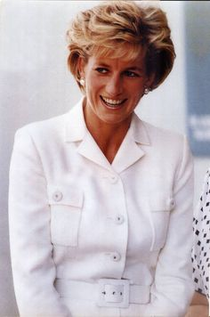 Diana, Princess Of Wales at The Sacred Heart Hospice During Her Visit To Sydney Australia Diana Fashion, Princes Diana, Lady Diana, Princess Of Wales, Queen Of Hearts, Style Icons, Chef Jackets, Husband, Sydney Australia
