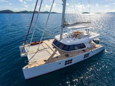 Welcome aboard Luxury Crewed Catamaran Charter 60 Feet in British Virgin Islands! Enjoy this luxurious catamaran with a friendly crew. Catamaran Design, Catamaran Charter, Sailing Catamaran, Yacht Vacations, Caribbean Vacations, Sailboat Living, Guest Cabin, Italy Holidays, Boat Rental