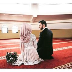 kya shohar ya miya biwi me mohabbat badhane ke liye dua, wazifa, amal ya powerful taweez pana chahte hai to islamic expert molvi Sufi Sultan se rabta kare. Cute Muslim Couples, Couples In Love, Muslim Baby Names, Muslim Couple Photography, Karbala Photography, Islam Marriage, Modest Fashion Hijab, Best Couple Quotes, Bridal Hijab
