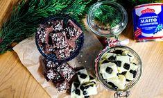 Tässä on joulunajan koukuttavin pikkumakea, johon tarvitset vain kolme ainesosaa. Se on myös ihana lahjaidea. Pudding, Desserts, Euro, Food, Dulce De Leche, Tailgate Desserts, Deserts, Custard Pudding, Essen