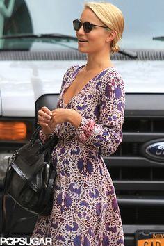 love this- the print is not too big for the overall look. i like this dress a lot