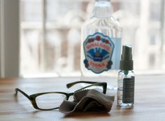A small spray bottle with vodka and water is the perfect solution for cleaning your glasses .Make cleaning solution by combining water, alcohol, and a drop of dish soap. Window Cleaning Solutions, Cleaning Hacks, Cheap Vodka, Chemical Free Cleaning, Dishwashing Liquid, Diy Cleaners, House Cleaners, Natural Cleaners, Tea Tree Oil