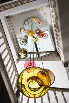 Bespoke Celing Plate Stairwell Chandelier (With images) Bocci Lighting, Hall Lighting, Dining Lighting, Unique Lighting, Chandelier Lighting, Lighting Design, Stairway Lighting, Chandeliers, Glass Pendant Light