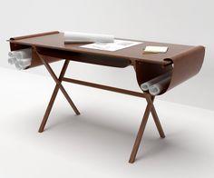 Valsecchi 1918 Schreibtisch Oscar design by Giorgio Bonaguro, mit einer 140 x 60 cm großen Tischplatte aus Walnuss und integrierten Leder Elementen.  #italy #interiror