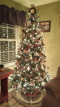 Primitive Christmas Tree -Looks alot like how we decorate ours! No more blue silver and white like I used to decorate it!