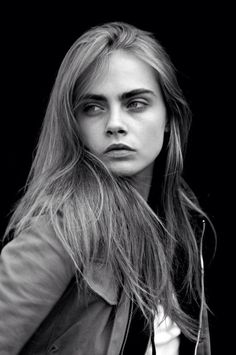 Cara delevingne discovered by Selena gomez on We Heart It Pretty People, Beautiful People, Cara Delevingne Style, Catherine Mcneil, Modelos Fashion, Beauty And Fashion, Tips Belleza, Woman Crush, Belle Photo