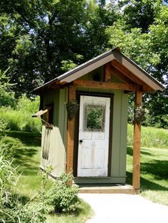 Little outhouse shed. Outdoor Toilet, Outdoor Pool, Outside Toilet, Pool Gazebo, Building An Outhouse, Outhouse Bathroom, Sweet Home Design, Outdoor Bathrooms, The Ranch