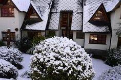 http://www.lanacion.com.ar/1809622-llego-la-nieve-a-bariloche-y-se-inicio-la-temporada-de-esqui?utm_medium=Social