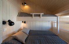 Soverom — Ålhytta Hanging Canvas, Bunk Beds, Gallery Wall, Minimalist, Layout, Cabin, Furniture, Home Decor, Loft Beds