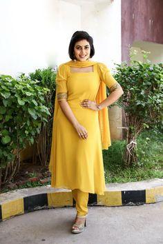 Shamna Kasim / Poorna Actress Bikini Images, Tamil Actress Photos, Neck Designs For Suits, Dress Neck Designs, Sonam Kapoor, Deepika Padukone, Hollywood Actress Pics, Punjabi Dress, Bollywood Photos