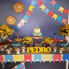 Mêsversários do Pedro 1 Year Old Birthday Party, Birthday Cards, Birthday Parties, Happy Birthday, Party Decoration, Baby Shower Decorations, Party Rock, Baby Party, Little Princess