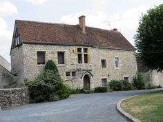 Yèvre-le-Châtel (Loiret), l'ancien presbytère.