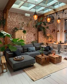 Home Living Room, Living Room Designs, Living Room Decor, Living Room Brick Wall, Dark Living Rooms, Cozy Living, Small Living, Living Area, Industrial House