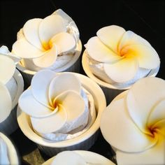 I know I'm nowhere near being an expert in gum paste flowers. This is not to teach you but to share with you how I made the gum paste frangipani today. Frangipani is one of my favourite flow…
