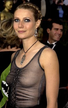 The Best Red Carpet Hair and Makeup Moments Ever: Iconic moments in red carpet beauty history. Gwyneth Paltrow, Oscar Gowns, Oscar Dresses, Jennifer Lawrence Oscar, Red Carpet Hair, Sexy Older Women, Celebrity Pictures, Actors & Actresses, Hair Makeup