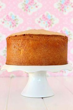 Si estás cansado de que no te quede bien el bizcocho, con mis 10 trucos harás un bizcocho esponjoso perfecto. Ademas te doy respuesta a los problemas mas usuales al hornear. Tiramisu Original, Baking Tips, Amazing Cakes, Donuts, Fondant, Sweet Treats, Muffin, Food And Drink, Cupcakes