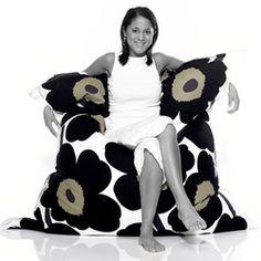 Fatboy Original Marimekko Lounge Bag - in Unikko Black Modern Chairs Giant Bean Bag Chair, Large Bean Bag Chairs, Modern Chairs, Modern Bean Bags, Extra Large Bean Bag, Scandinavia Design, Lounge Sofa, Floor Cushions, Living Room