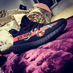 Adidas yeezy 350 boost V2 SAMPLE GUCCI SNAKE Black Red PINK