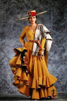 Spanish Dress Flamenco, Flamenco Skirt, Traditional Fashion, Traditional Dresses, Mexican Costume, Spain Fashion, Ethnic Fashion, Diy Clothes, Beautiful Outfits