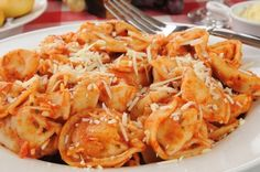 easy cheesy tortellini recipe in the crockpot. super delicious and easy to make.