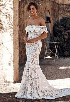 Vestido de noiva em corte sereia e decote ombro a ombro #casamentoscombr #casamentos #casamentosbrasil #wedding #bride #noivas #vestidodenoiva #noiva #modanupcial #2019