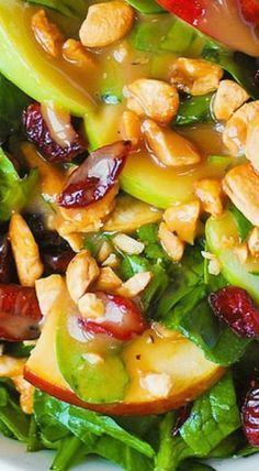Apple Cranberry Spinach Salad with Cashews and Balsamic Vinaigrette Apfel-Cranberry-Spinat-Salat mit Cashewnüssen und Balsamico-Vinaigrette Healthy Salads, Healthy Eating, Healthy Recipes, Good Salad Recipes, Ramen Recipes, Recipies, Salad Bar, Soup And Salad, Cranberry Spinach Salad
