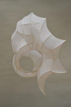 Znalezione obrazy dla zapytania tissue paper and wire sculpture Design Textile, Art Design, Sculpture Projects, Sculpture Art, Sculpture Ideas, 3d Art Projects, Sculpture Lessons, Sculptures Sur Fil, Paper Sculptures