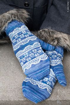 Chamomile by Rachel Coopey.  Twist Collective Winter 2012    http://www.ravelry.com/patterns/library/chamomile-6